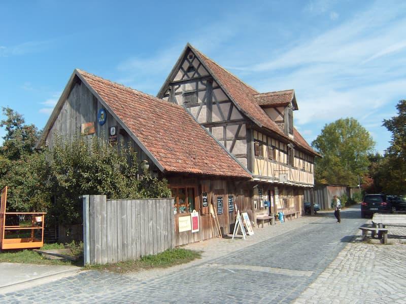 Ausflugsziele in Franken: Eingangsbereich im Freilandmuseum Bad Windsheim: Eingangbereich